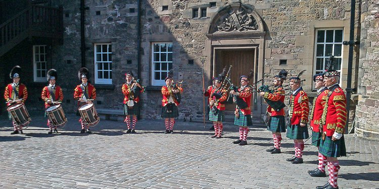 Pipes and drums at Edinburgh Castle