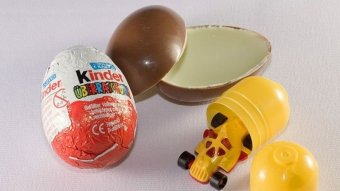 During fiscal year 2011, the U.S. Customs and Border coverage agency states it seized more than 60,000 Kinder Eggs since the little synthetic toys inside the chocolate layer could present a choking hazard for young kids.